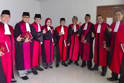 Heboh Para Hakim Pose 'Salam Dua Jari', Begini Kata Ketua PN Jakpus