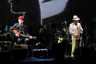 De Gregori (left) and Lucio Dalla in Genoa in 2010