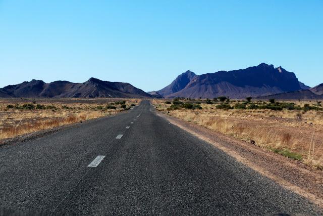Carreteras de Marruecos cerca del desierto