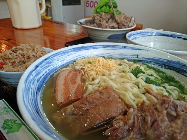 沖縄そば とみぐすく食堂の写真