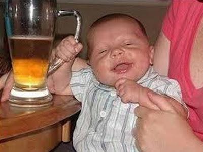 gambar baby drink of bear funny