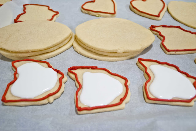 How to Fill Cut Out Cookies with Royal Frosting | Neighborfoodblog.com