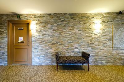 Dinding batu alam
