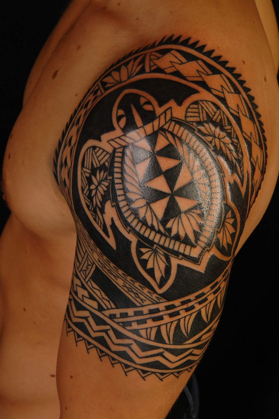 MAORI POLYNESIAN TATTOO: Polynesian Turtle Shoulder Tattoo