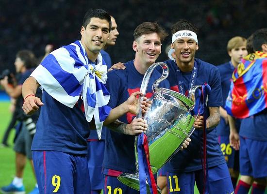 Chạm tay chiếc cúp vô địch Champions League