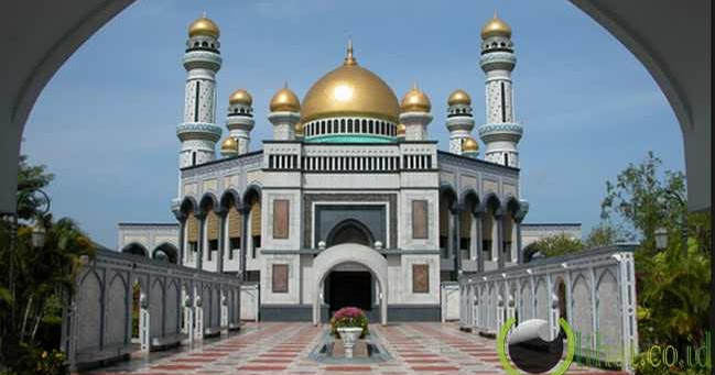 ATTAQWA CENTRE CIREBON 7 Masjid Kubah Emas Menakjubkan