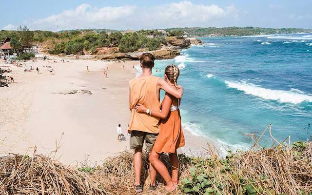 Liburan bersama pasangan di Dream Beach Lembongan
