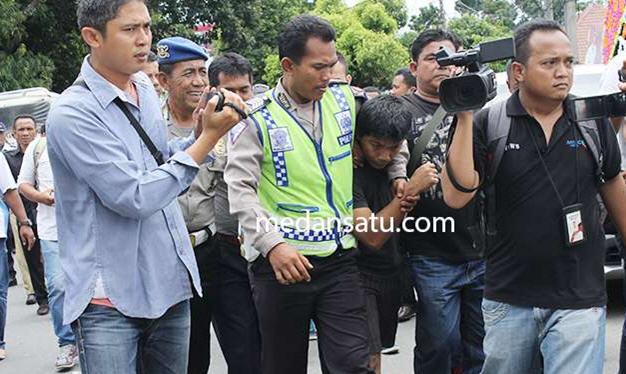 Edan... Protes Suara Musik Yang Berisik Saat Shalat, Muadzin di Tangkap Polisi