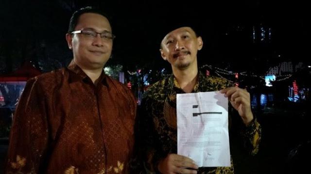 Dosen Filsafat Universitas Indonesia Rocky Gerung dilaporkan ke Polda Metro Jaya lantaran menyebut kitab suci sebagai karya fiksi di sebuah acara di televisi swasta, Rabu (11/4/2018).