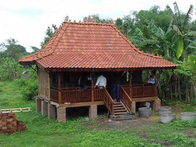 http://gambarrumahlimasan.blogspot.com/2017/06/rumah-gladak-model-limasan-kayu-jati.html
