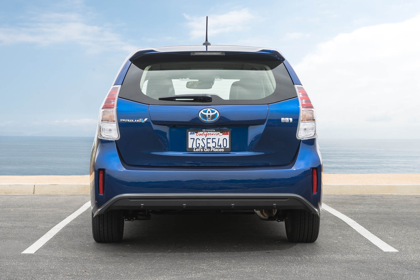 toyota 39 s pulling the prius v from the us market carscoops. Black Bedroom Furniture Sets. Home Design Ideas
