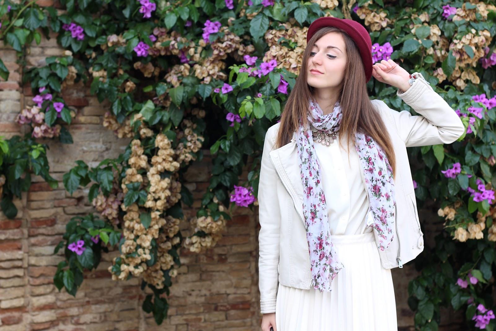 outfit ootd italian fashion blogger cream burgundy zara bijou brigitte necklace collana plissé skirt jacket leather hat oviesse scarf