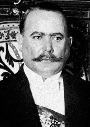 Alvaro Obregón con bigote