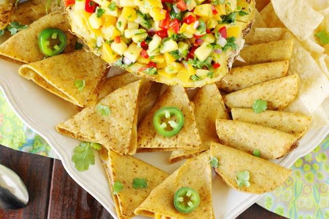 Peach-Pineapple Salsa ~ A simply gorgeous deliciously-sweet-&-spicy salsa, perfect for dipping.   www.thekitchenismyplayground.com