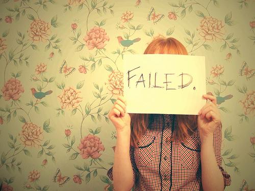 Mengapa Kita Perlu Mengalami Kegagalan!  www.TravellerCinta.com - Hai Lovely Jujur saja, kesuksesan adalah sesuatu yang terlalu dibesar-besarkan. Semua orang ingin sukses, lebih sukses, dan paling sukses di bidangnya masing-masing. Orangtua kita menghabiskan sedemikian banyak waktu, energi, dan materi untuk membuka mata kita akan pentingnya kesuksesan, namun lupa untuk mengingatkan bahwa justru kegagalan adalah awal dari kebijaksanaan dan kekuatan.