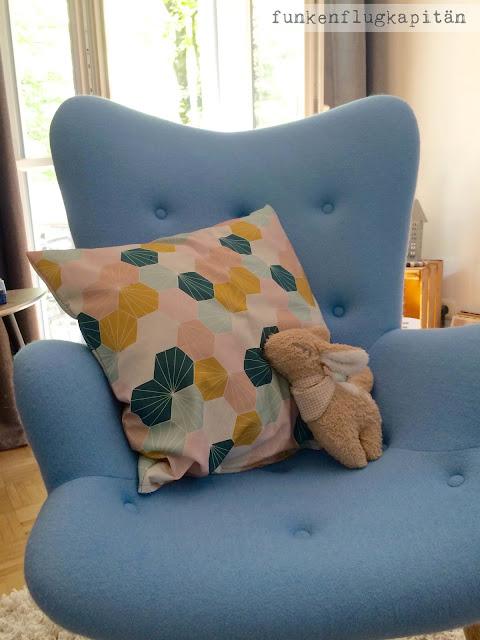 funkenflugkapit n neue kissenh lle der sessel bleibt aber erstmal leer denn der n chste. Black Bedroom Furniture Sets. Home Design Ideas