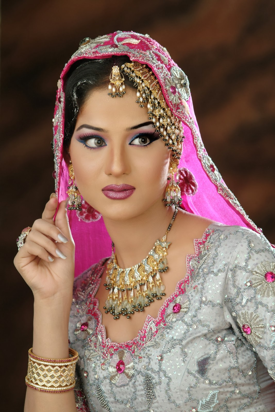 pakistani bridal makeup pictures 2014 - wavy haircut