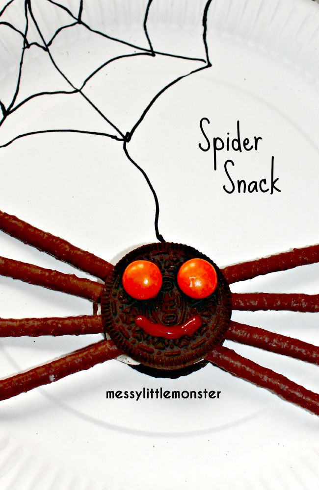 Simple spider biscuit snack idea