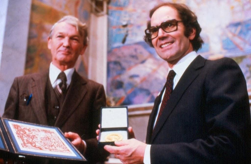 Resultado de imagen para Fotos de Adolfo Pérez Esquivel recibiendo el Nobel de la Paz