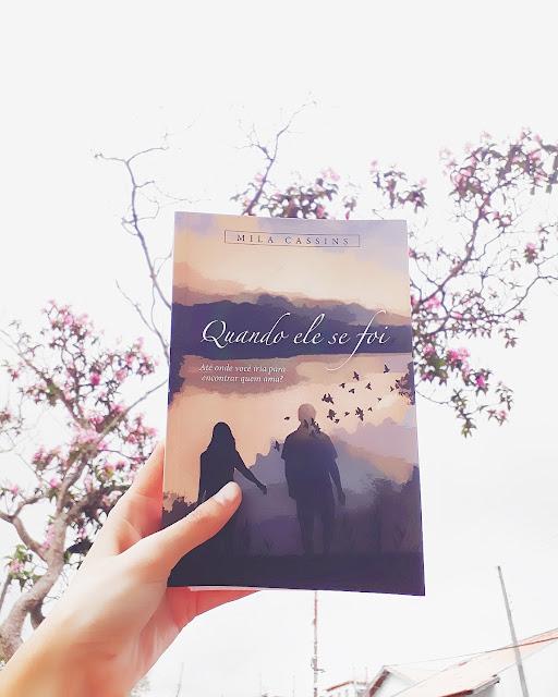 """Resenha do romance """"Quando ele se foi"""" da autora Mila Cassins"""