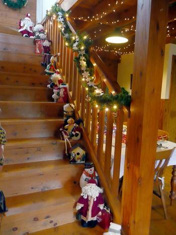 Decoraci n de escaleras en navidad colores en casa - Decoracion navidena escaleras ...