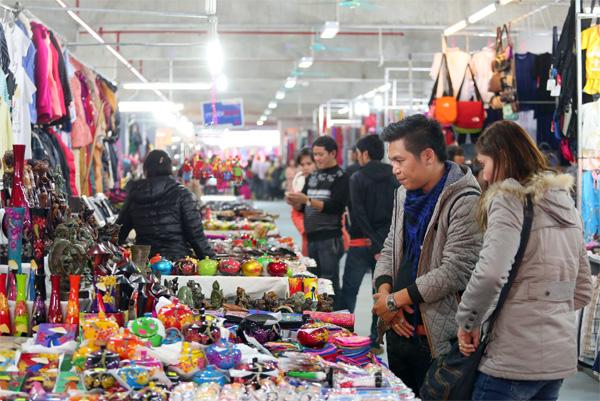 Khu chợ đêm Hạ Long - thiên đường mua sắm