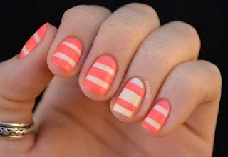 uñas pintadas a rayas