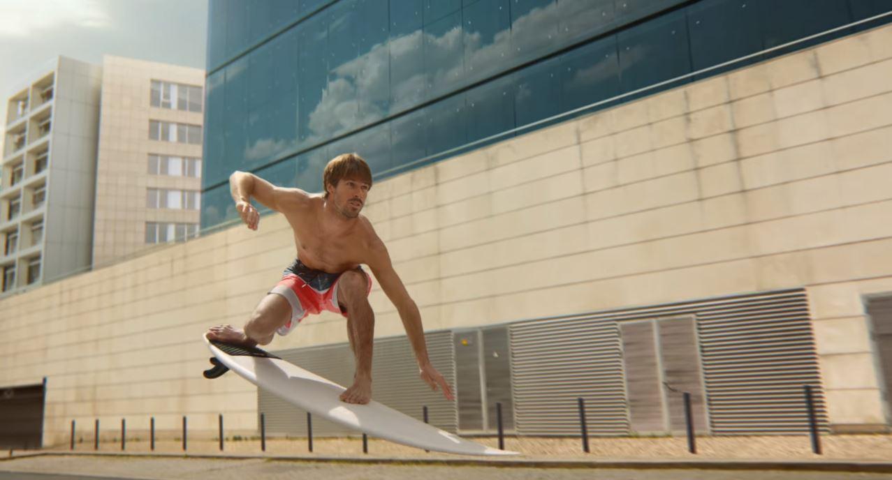 Canzone Citroen C4 Cactus RIP CURL Pubblicità con ragazzo su tavola da surf in città