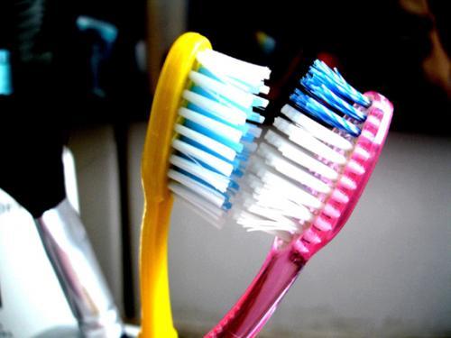 Escovas de dente devem ser trocadas a cada 45 dias