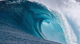 تفسير رؤية موجات البحر في المنام بالتفصيل