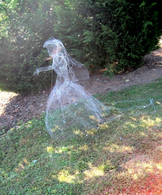 SHABULOUS: DIY Yard Ghosts