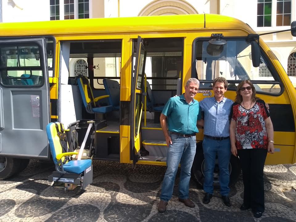 Prefeitura adquire ônibus escolar e garante melhores condições no transporte de alunos