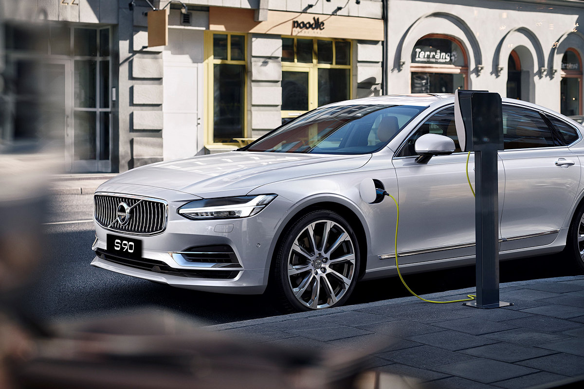 By Aligning Itself With Volvo Cars Global Electrification Goals Announcing The Availability Of A Plug In Hybrid Variant On Its Flagship S90 Sedan