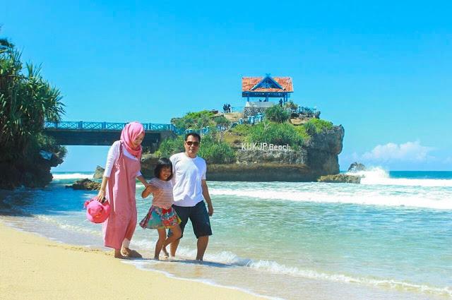 Wisata Keluarga Pantai Kukup