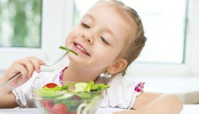 Perjuangan Ekstra Untuk Membiasakan Anak Makan Teratur