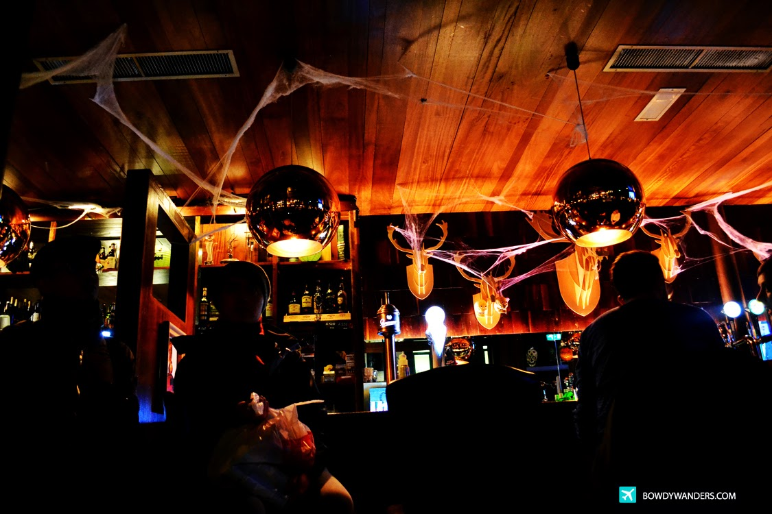 bowdywanders.com Singapore Travel Blog Philippines Photo :: Northern Ireland :: The Cloth Ear: The BEST Bar Service You'll Find in Belfast, Northern Ireland