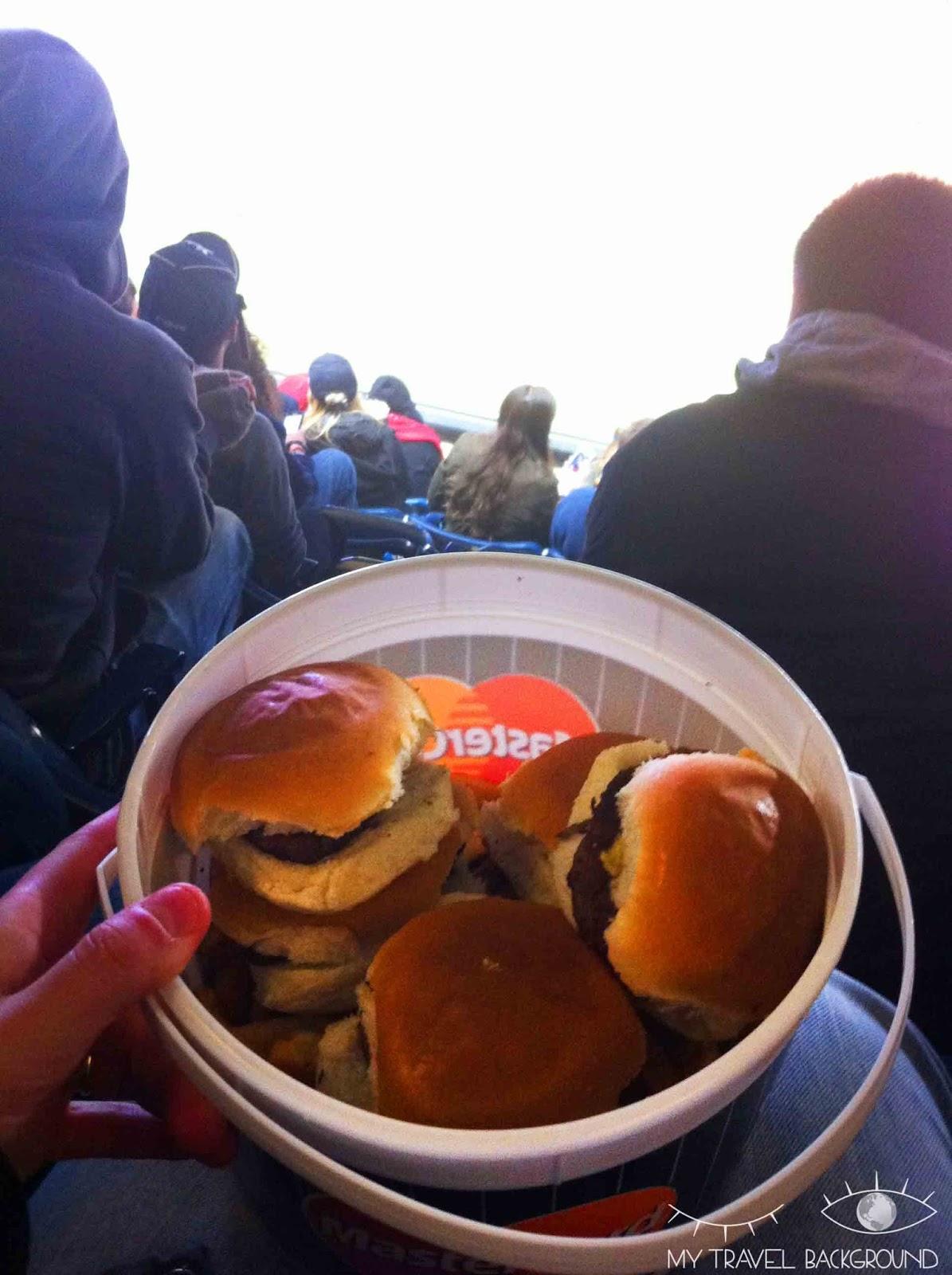 My Travel Background : 14 plats typiques dégustés en voyage - Seau de burgers aux Etats-Unis (New York)