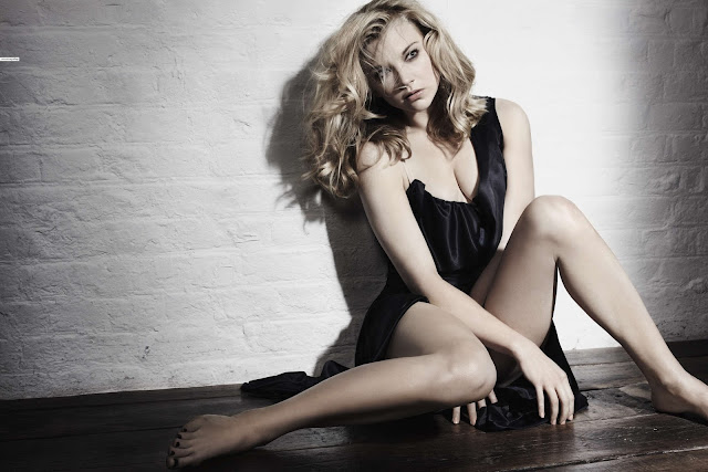 121 - Natalie Dormer Hot Bikini Photoshoot(HD)-60 Most Sexiest Cleavage Pictures of Game Of Thrones fame Seduces Us Atmost