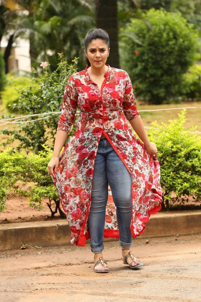 Sreemukhi In Red At Good Bad Ugly Movie First Look Release