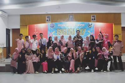 Students of English Department Association of PBI UM Metro Held a Great Fun through English Days