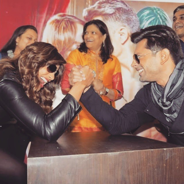 karan singh grover , bipasha basu , alone(p) romo tio n , fun , laughters , 😍😘😋😄