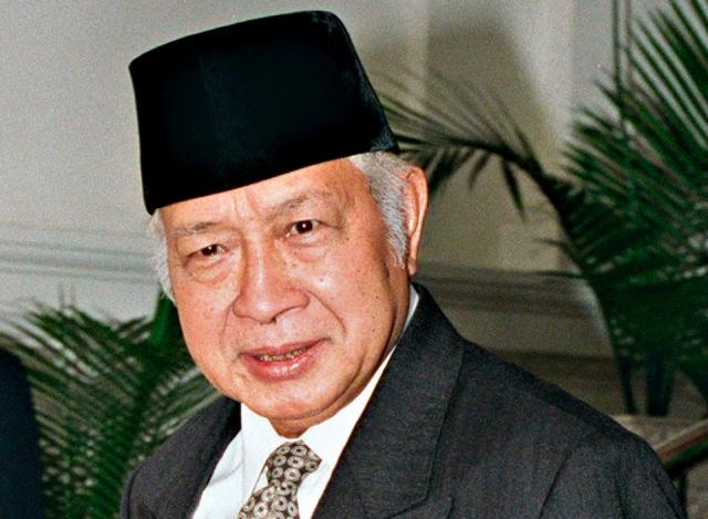 Inilah Alasan Soeharto Sulit menjadi Pahlawan Nasional - Haji Muhammad Soeharto adalah Presiden kedua Republik Indonesia