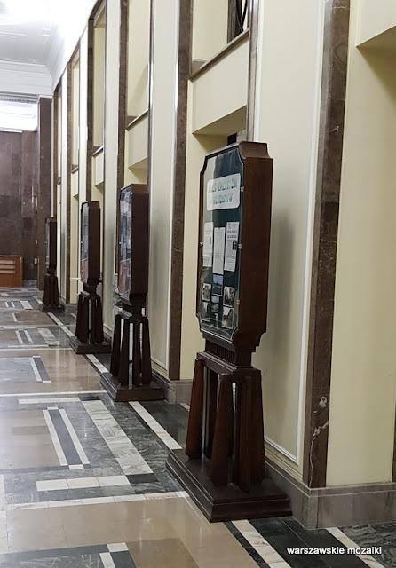 tablica ogłoszeń Warszawa Warsaw Świętokrzyska warszawska architektura gmach ministerialny lata 50 wykończenie wnętrz