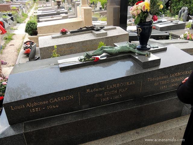 Tumba Edith Piaf no cemitério Père-Lachaise