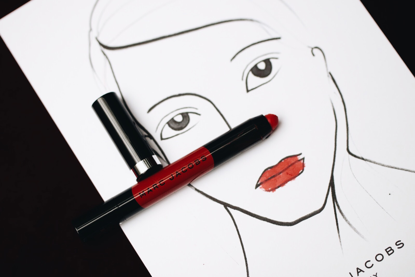 marc jacobs le marc liquid lip crayon rouge à lèvres avis test swatches