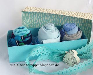 Geschenk zur Geburt: Babykleidung als Muffins verpackt mit Stampin Up Designerpapier Babyglück und Glückwunschkarte mit Stempelset Tierische Grüße von Demonstratorin in Coburg