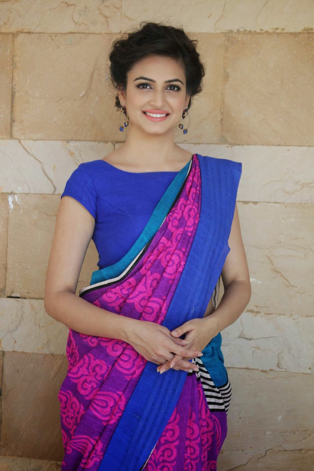Kriti Kharbanda Hot Navel Show Photos In Blue Saree