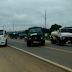 Proprietários de carros pipas que abastecem diversas localidades da Zona Rural na região do Alto Sertão da Paraíba interditaram a BR 230