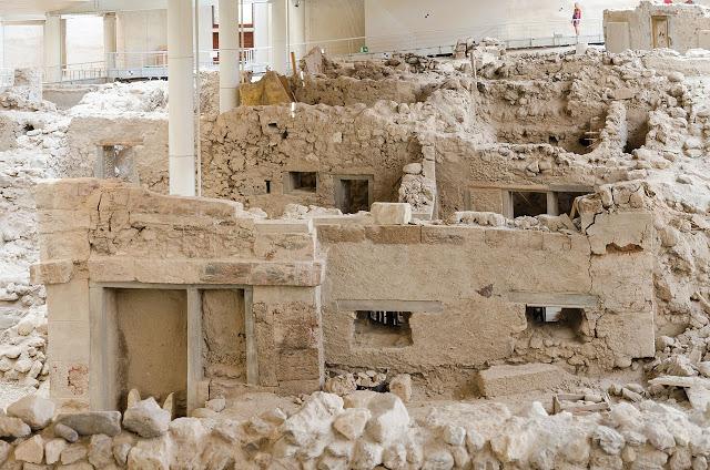 Έλληνες επιστήμονες ανακάλυψαν νέα στοιχεία σχετικά με την κατακλυσμική έκρηξη του ηφαιστείου στο νησί της Θήρας πριν από 3.600 χρόνια