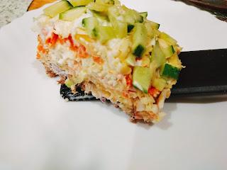 Салат с консервированной рыбой и свежим огурцом